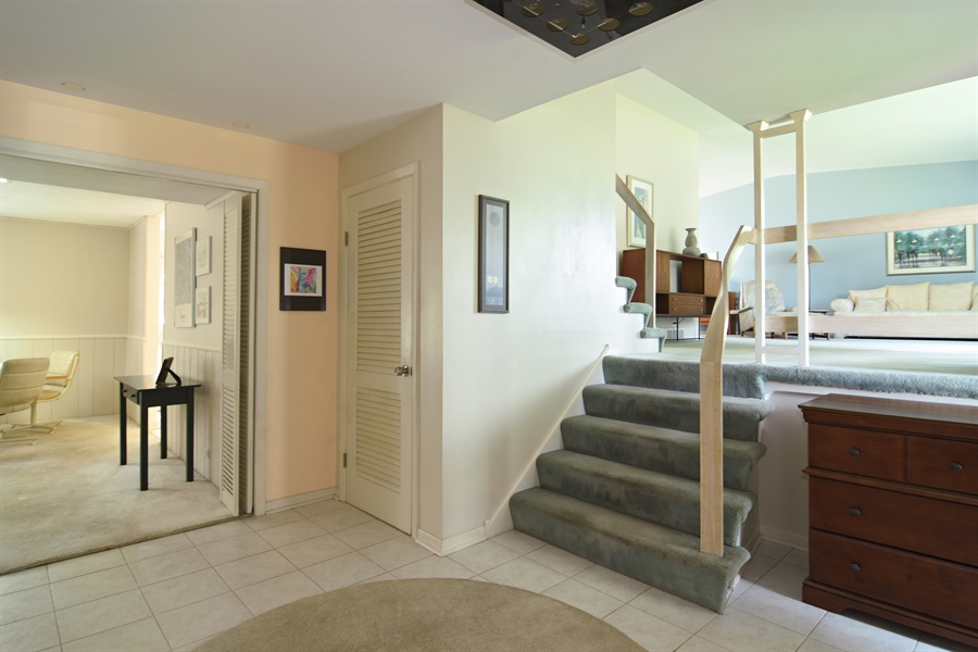 Real Estate Photography - 719 E Ivy Ln, Arlington Heights, IL, 60004 - Foyer