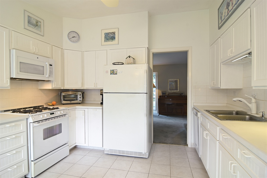 Real Estate Photography - 719 E Ivy Ln, Arlington Heights, IL, 60004 - Kitchen
