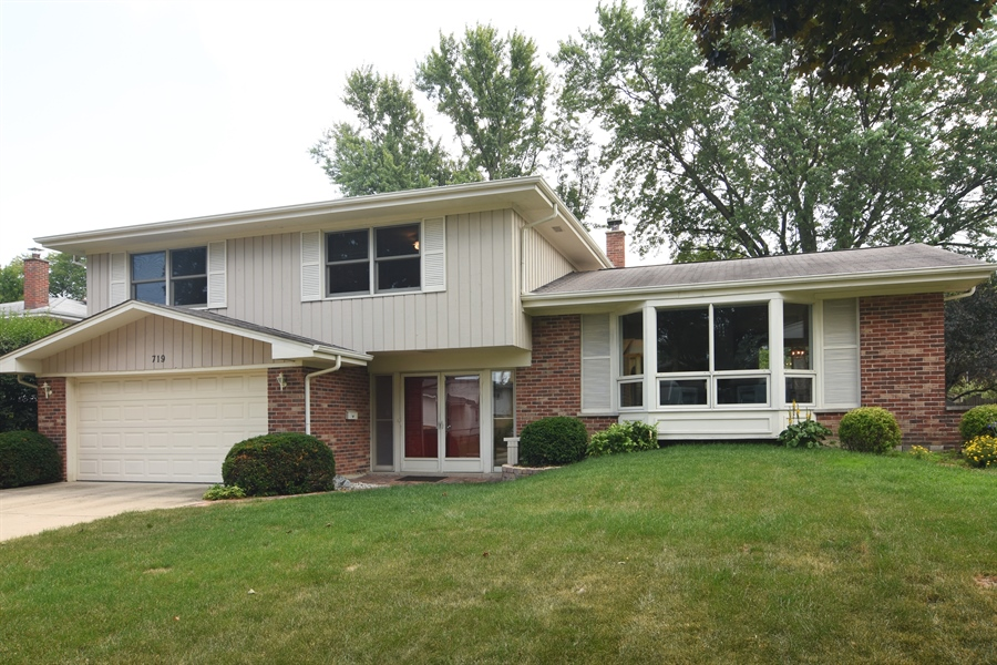 Real Estate Photography - 719 E Ivy Ln, Arlington Heights, IL, 60004 - Front View