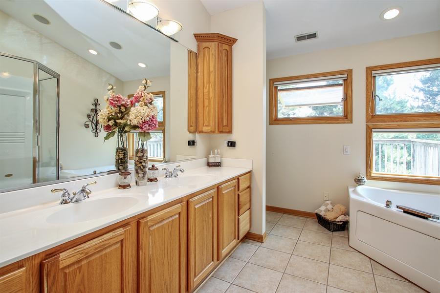 Real Estate Photography - 935 Richmond Ct, Elk Grove Village, IL, 60007 - Master Bathroom