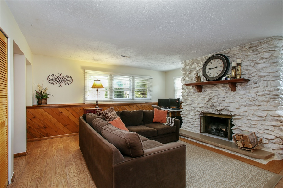 Real Estate Photography - 935 Richmond Ct, Elk Grove Village, IL, 60007 - Family Room