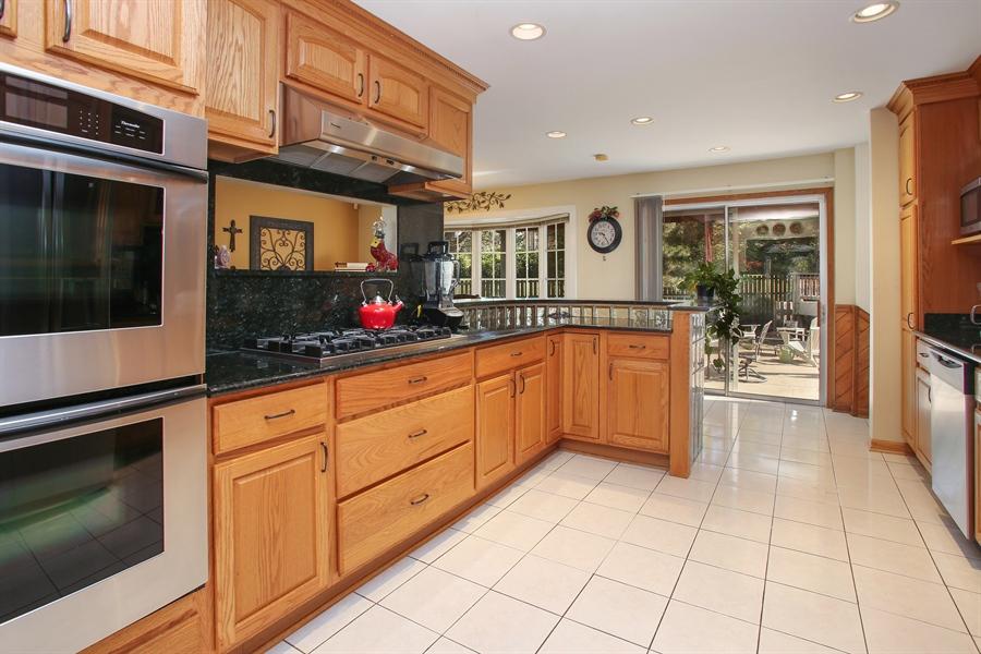 Real Estate Photography - 935 Richmond Ct, Elk Grove Village, IL, 60007 - Kitchen