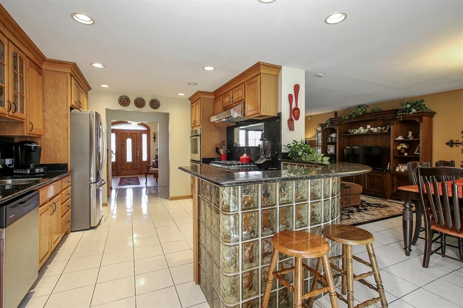 Real Estate Photography - 935 Richmond Ct, Elk Grove Village, IL, 60007 - Kitchen / Living Room