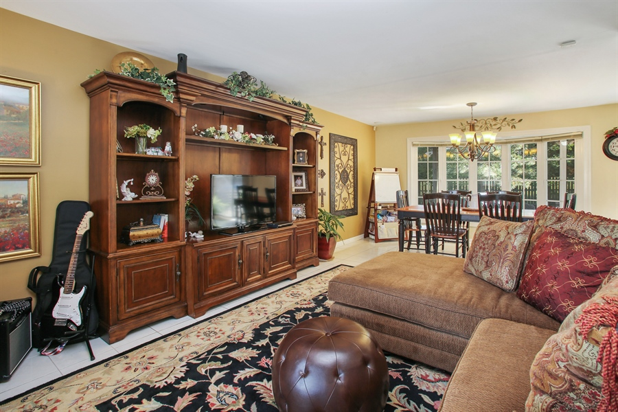 Real Estate Photography - 935 Richmond Ct, Elk Grove Village, IL, 60007 - Living Room / Dining Room