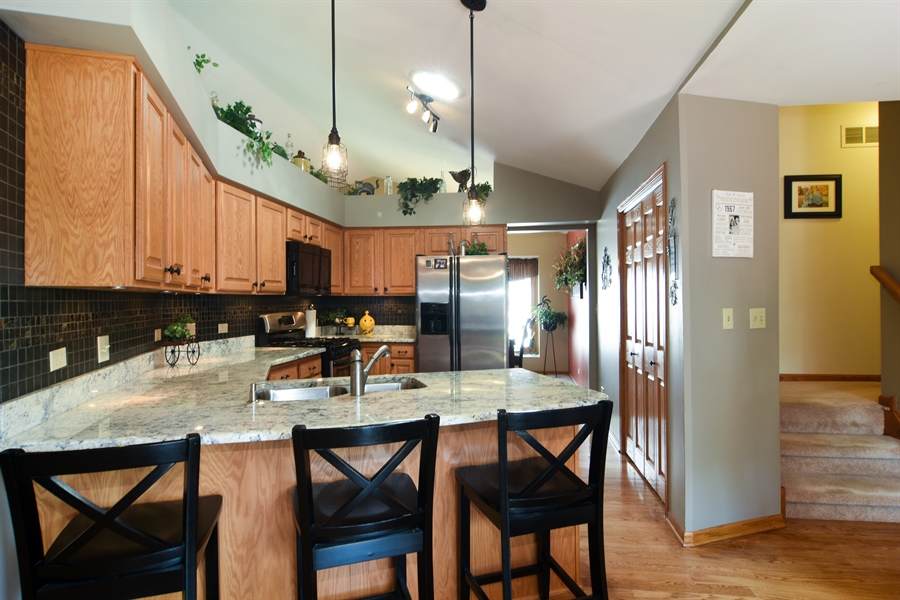 Real Estate Photography - 3614 Killarney Ct, Rolling Meadows, IL, 60008 - Kitchen