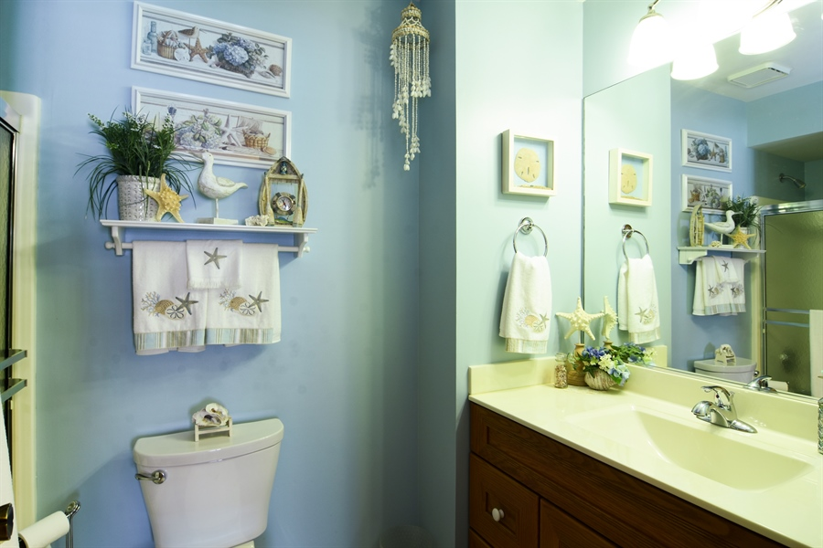 Real Estate Photography - 3614 Killarney Ct, Rolling Meadows, IL, 60008 - Bathroom