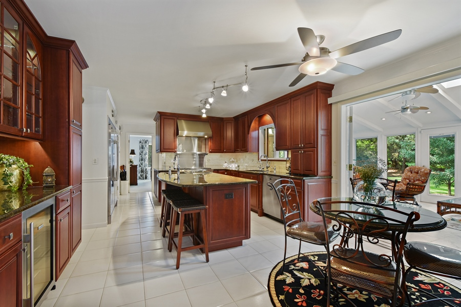 Real Estate Photography - 250 Wyngate, Barrington, IL, 60010 - Kitchen / Breakfast Room