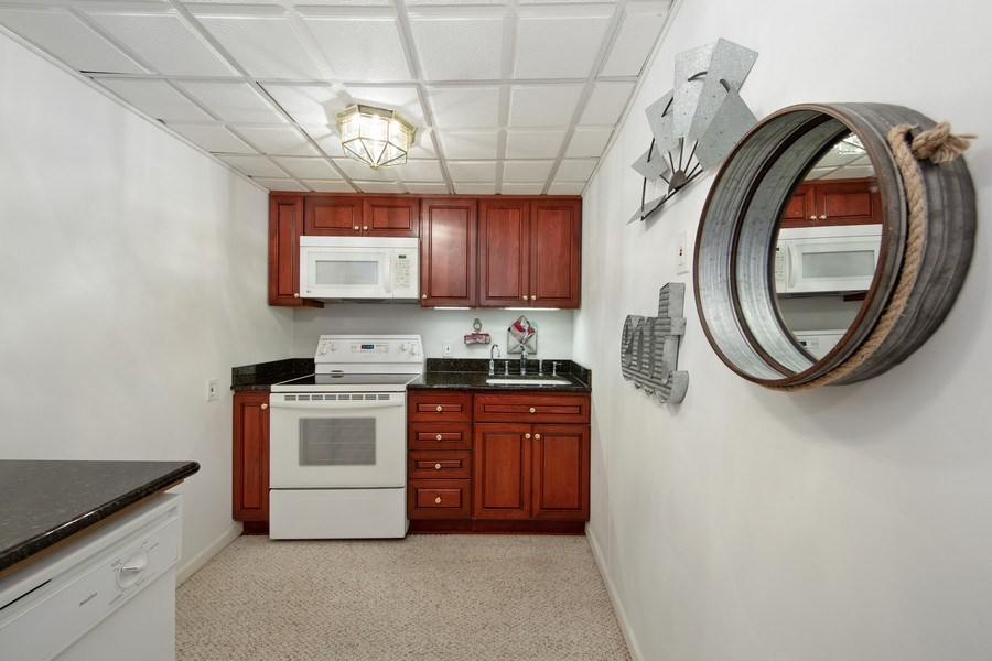 Real Estate Photography - 250 Wyngate, Barrington, IL, 60010 -