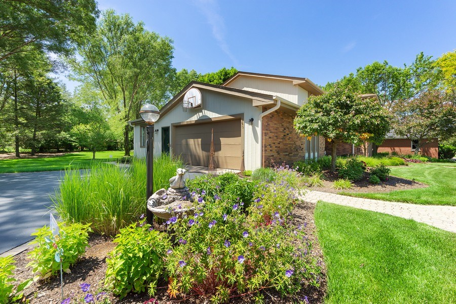 Real Estate Photography - 250 Wyngate, Barrington, IL, 60010 - Over-Sized Garage Door Entrance Capturing Prof. La