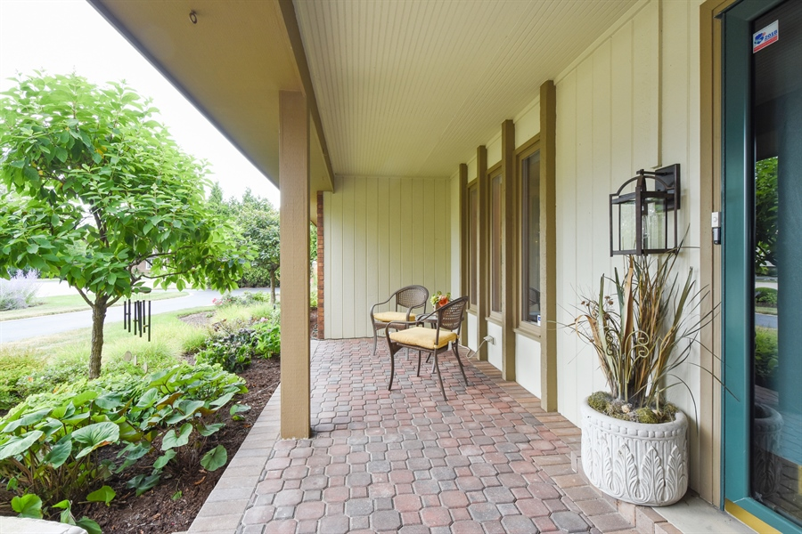 Real Estate Photography - 250 Wyngate, Barrington, IL, 60010 - Porch