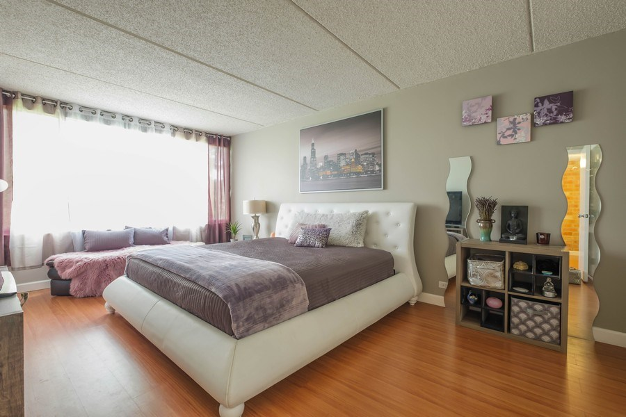 Real Estate Photography - 2024 Saint Johns Ave, 302, Highland Park, IL, 60035 - Master Bedroom