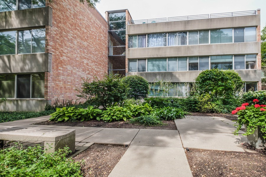 Real Estate Photography - 2024 Saint Johns Ave, 302, Highland Park, IL, 60035 - Front View