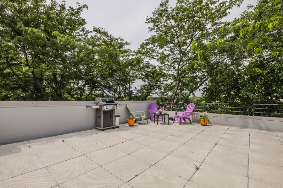 Real Estate Photography - 2024 Saint Johns Ave, 302, Highland Park, IL, 60035 - Deck