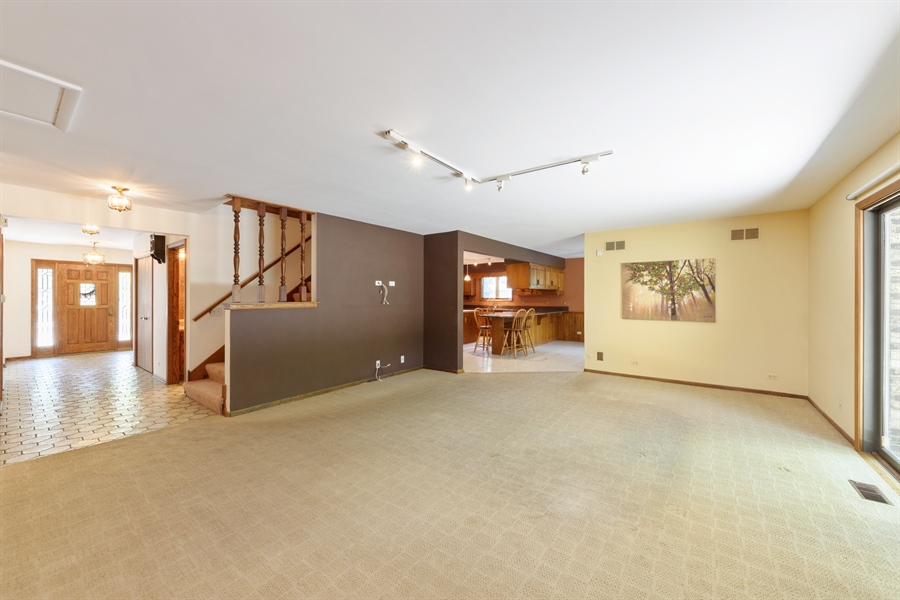 Real Estate Photography - 3420 Richnee Lane, Rolling Meadows, IL, 60008 - Family Room / Kitchen
