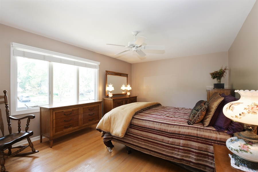 Real Estate Photography - 1680 Portage Pass, Deerfield, IL, 60015 - 2nd Bedroom