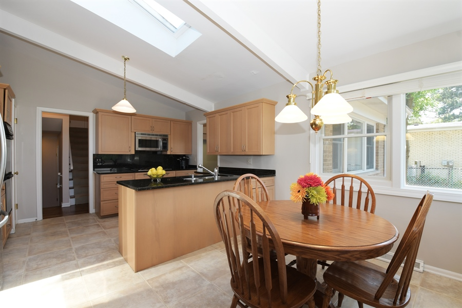 Real Estate Photography - 1680 Portage Pass, Deerfield, IL, 60015 - Kitchen