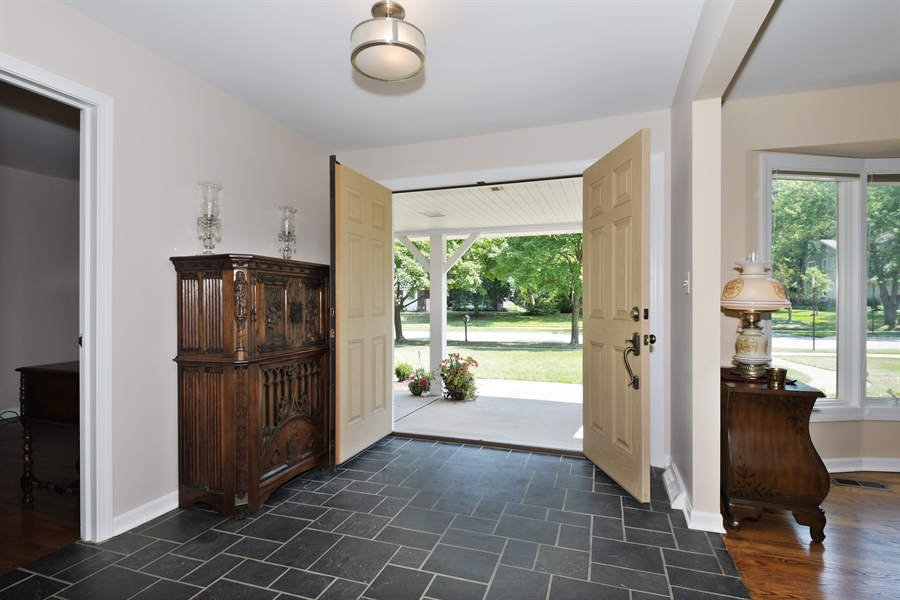 Real Estate Photography - 1680 Portage Pass, Deerfield, IL, 60015 - Foyer