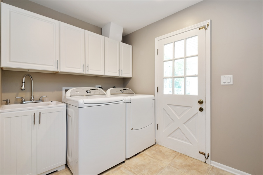 Real Estate Photography - 1680 Portage Pass, Deerfield, IL, 60015 - Laundry Room