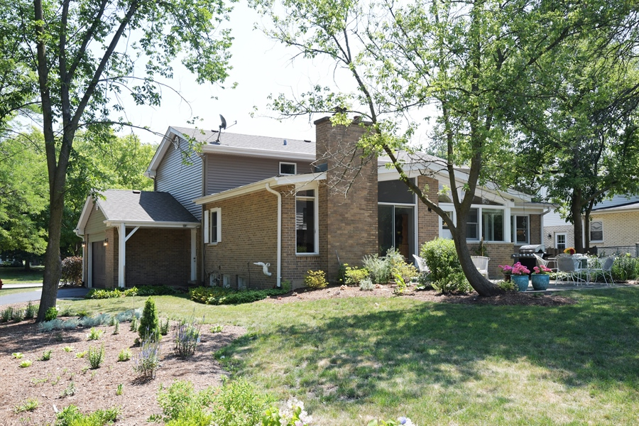 Real Estate Photography - 1680 Portage Pass, Deerfield, IL, 60015 - Side View