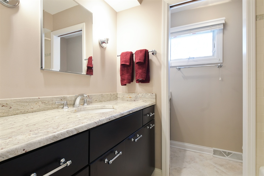 Real Estate Photography - 1680 Portage Pass, Deerfield, IL, 60015 - Bathroom