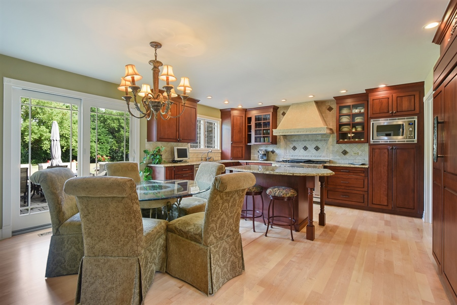 Real Estate Photography - 2538 Shenandoah Lane, Long Grove, IL, 60047 - Kitchen / Breakfast Room