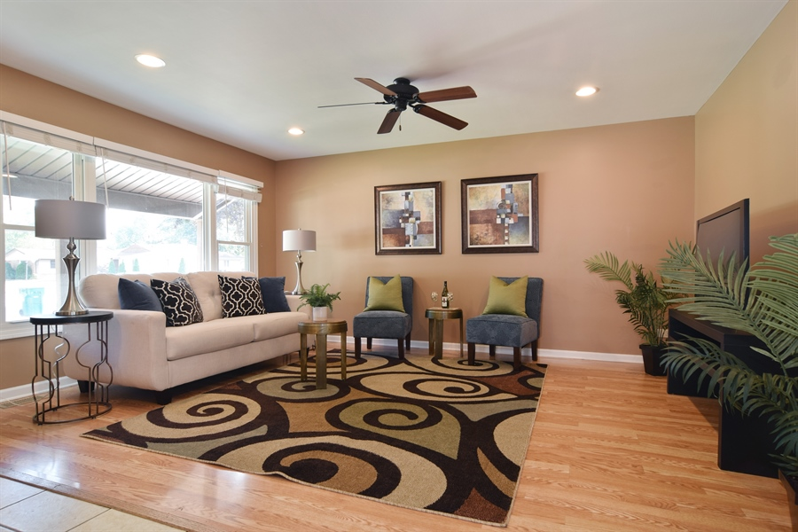 Real Estate Photography - 441 Walnut Ln, Elk Grove Village, IL, 60007 - Living Room