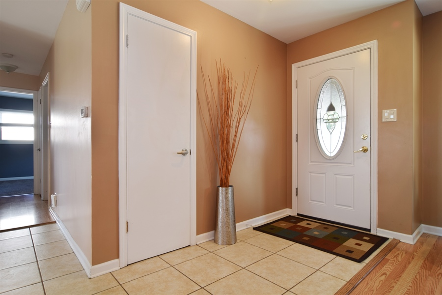 Real Estate Photography - 441 Walnut Ln, Elk Grove Village, IL, 60007 - Entryway