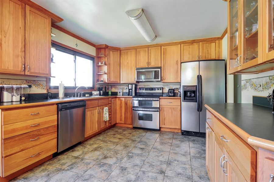 Real Estate Photography - 505 Mohican Trl, Lake in the Hills, IL, 60156 - Kitchen