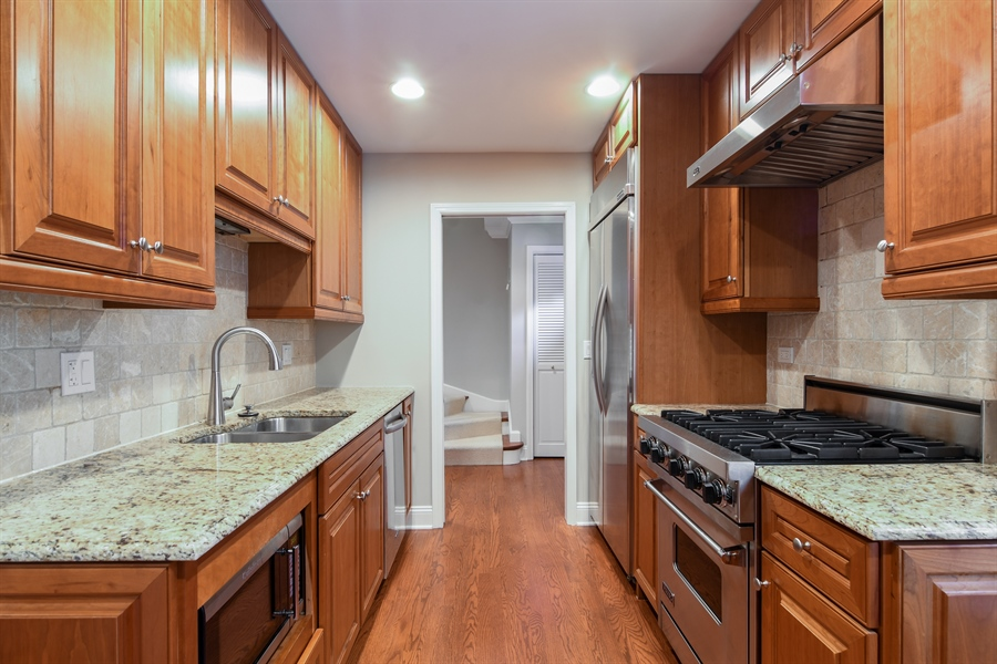 Real Estate Photography - 905 Westerfield Drive, Wilmette, IL, 60091 - Kitchen