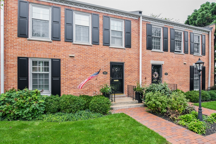 Real Estate Photography - 905 Westerfield Drive, Wilmette, IL, 60091 - Front View