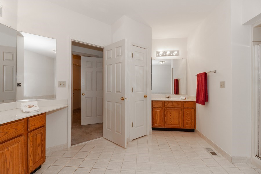 Real Estate Photography - 44 Thornhill Ct, Burr Ridge, IL, 60527 - Master Bathroom