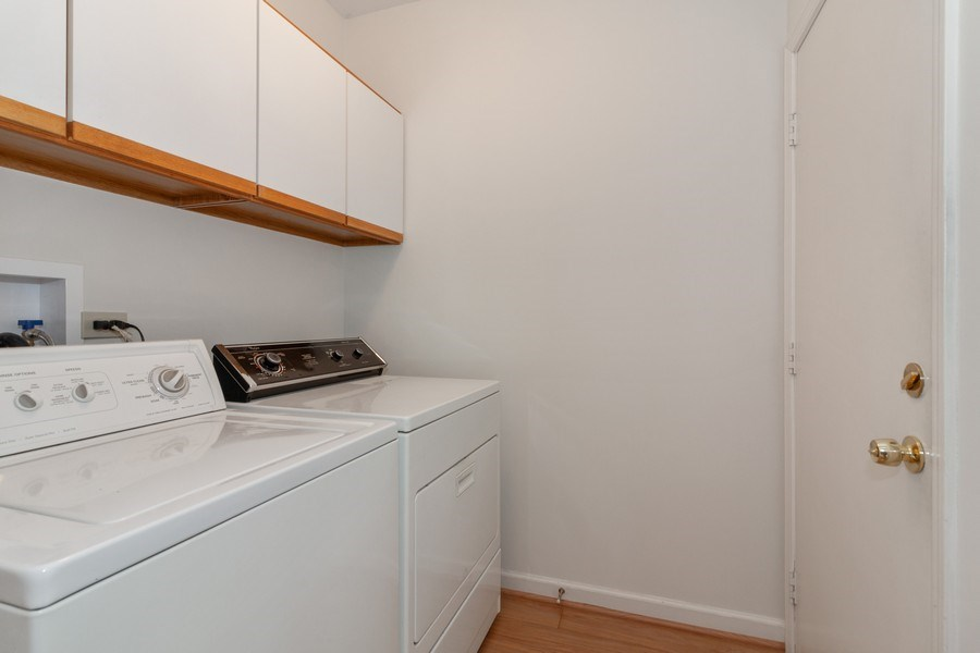 Real Estate Photography - 44 Thornhill Ct, Burr Ridge, IL, 60527 - Laundry Room