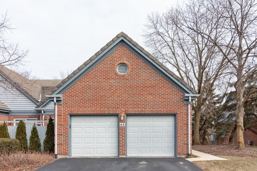 Real Estate Photography - 44 Thornhill Ct, Burr Ridge, IL, 60527 - Front View
