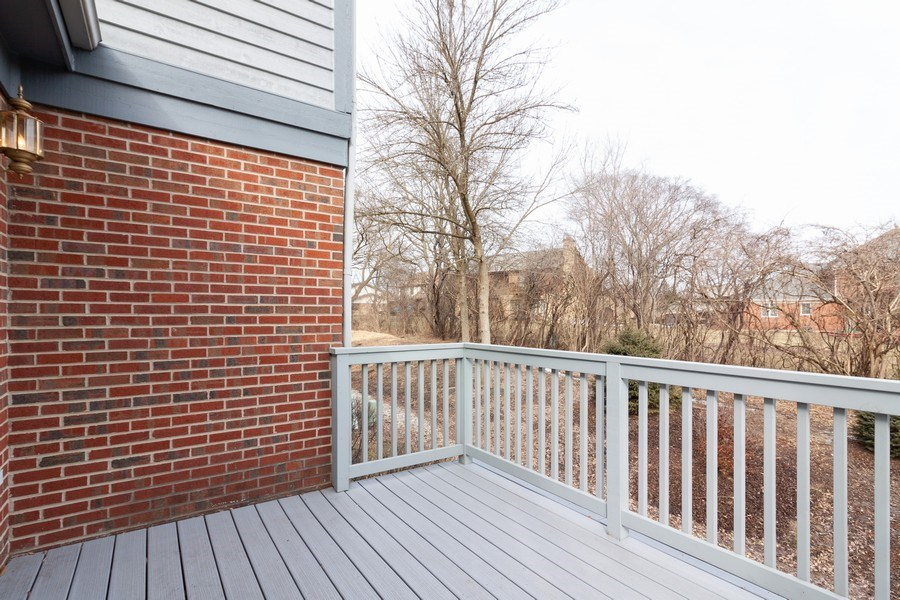 Real Estate Photography - 44 Thornhill Ct, Burr Ridge, IL, 60527 - Deck