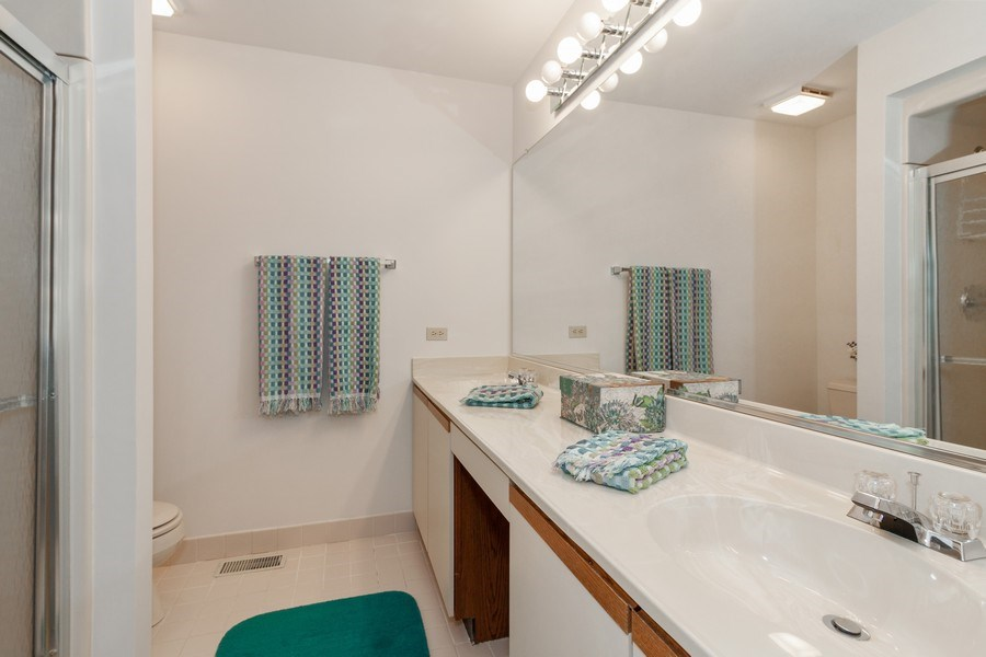 Real Estate Photography - 44 Thornhill Ct, Burr Ridge, IL, 60527 - Bathroom