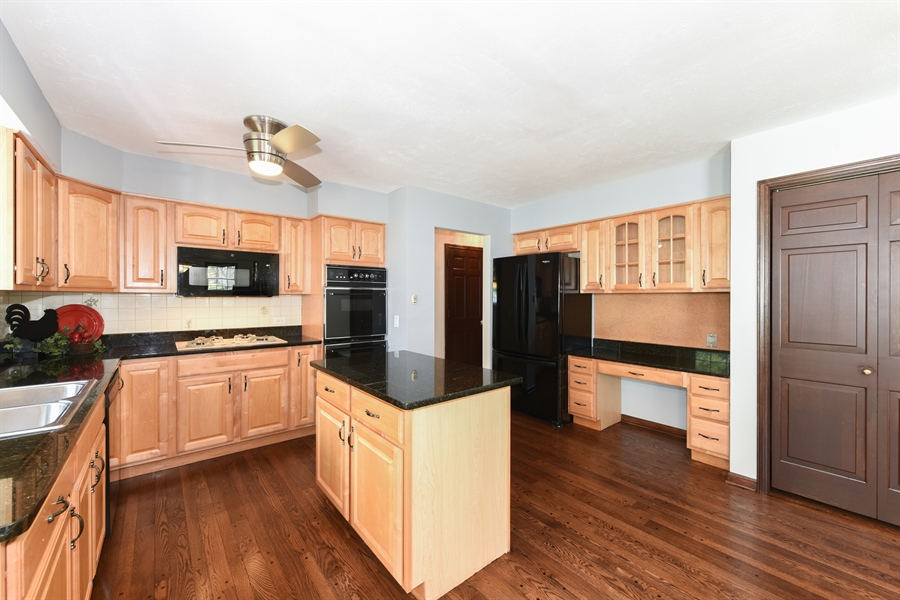 Real Estate Photography - 1212 Barneswood, Downers Grove, IL, 60515 - Kitchen
