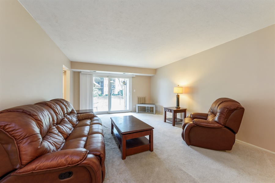 Real Estate Photography - 1103 Hunt Club Dr, 121, Mt Prospect, IL, 60056 - Living Room