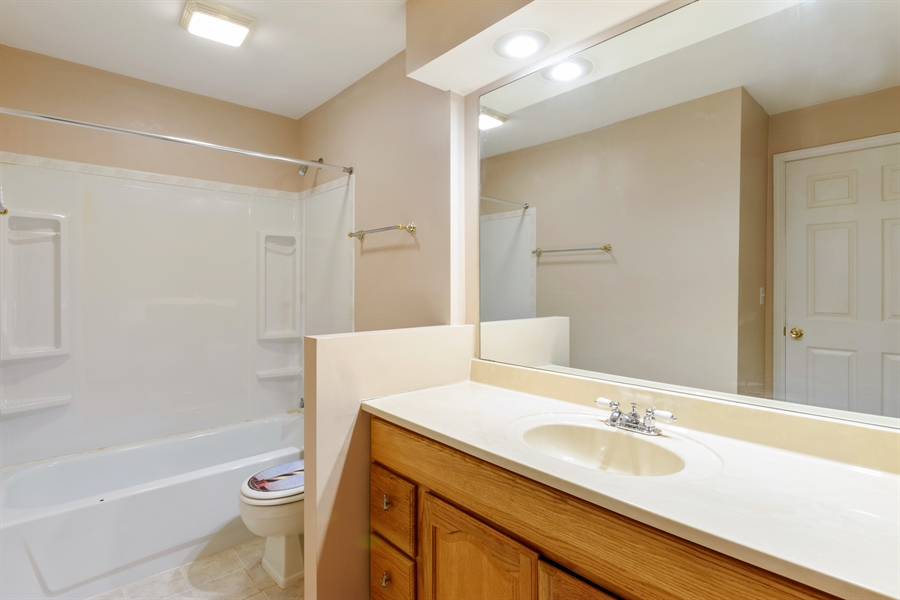 Real Estate Photography - 1103 Hunt Club Dr, 121, Mt Prospect, IL, 60056 - Master Bathroom