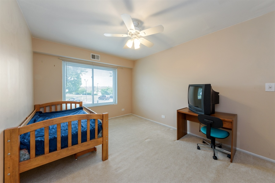 Real Estate Photography - 1103 Hunt Club Dr, 121, Mt Prospect, IL, 60056 - 2nd Bedroom