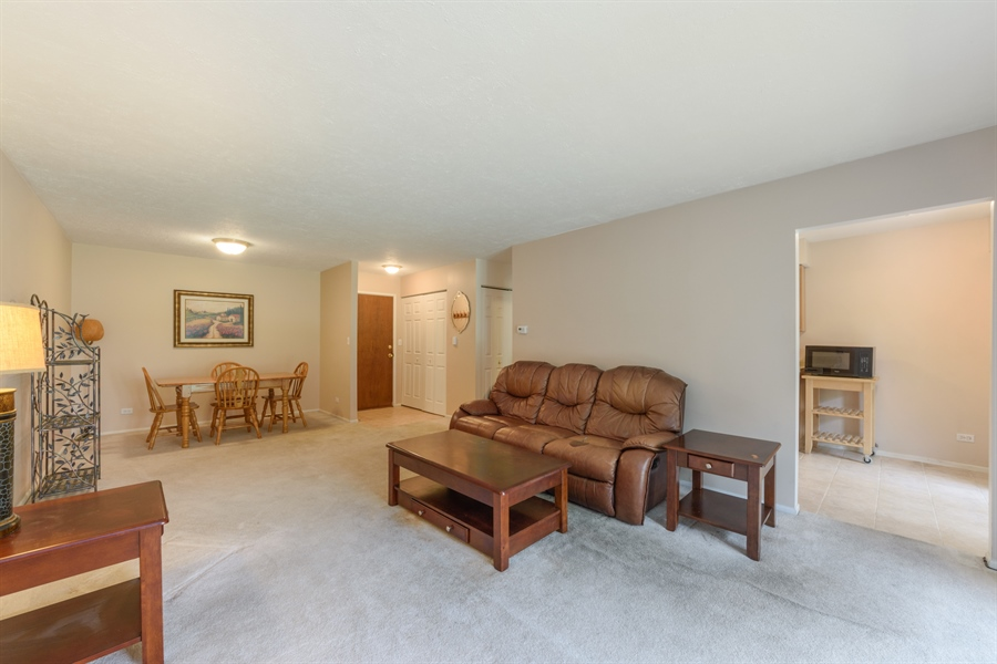 Real Estate Photography - 1103 Hunt Club Dr, 121, Mt Prospect, IL, 60056 - Living Room / Dining Room
