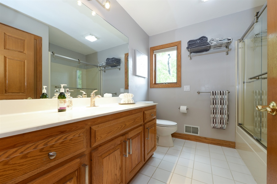 Real Estate Photography - n17w30595 woodland hill drive, delafield, WI, 53018 - 2nd Bathroom
