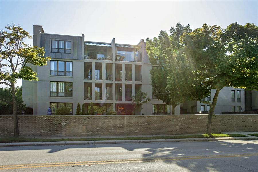 Real Estate Photography - 630 Winnetka Mews, Winnetka, IL, 60093 - Rear View