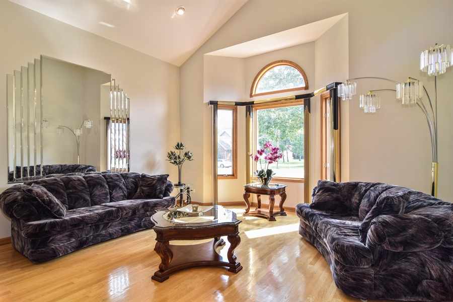 Real Estate Photography - 4N234 Central Ave, Addison, IL, 60101 - Living Room