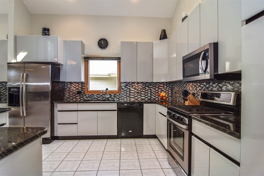 Real Estate Photography - 4N234 Central Ave, Addison, IL, 60101 - Kitchen