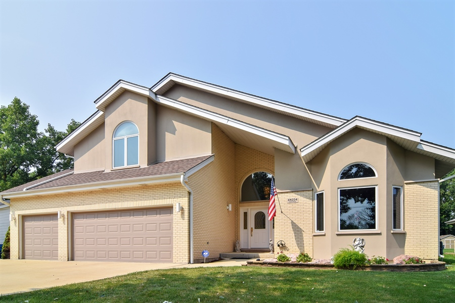 Real Estate Photography - 4N234 Central Ave, Addison, IL, 60101 - Front View