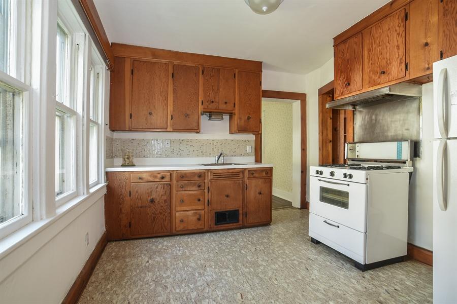 Real Estate Photography - 555 Michigan, Highland Park, IL, 60035 - Kitchen