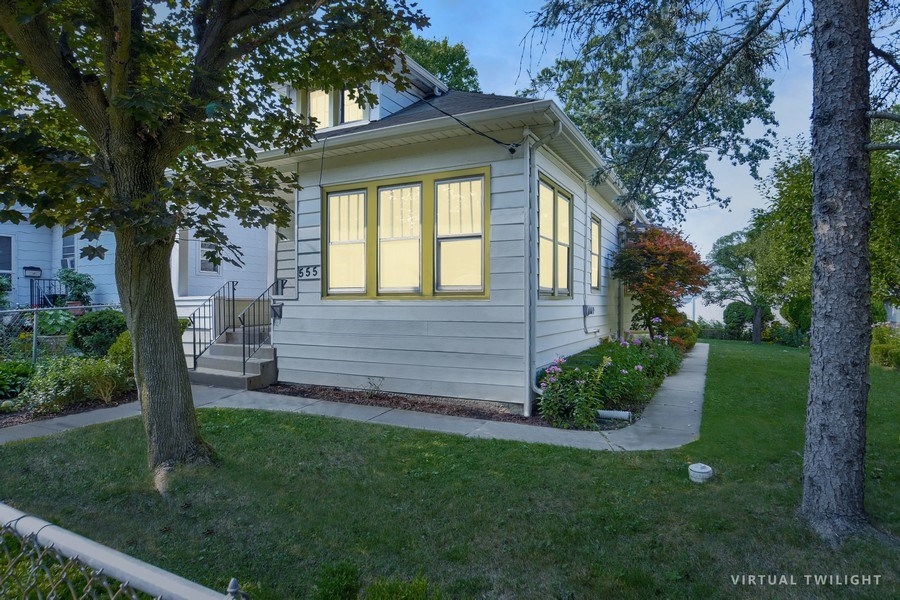Real Estate Photography - 555 Michigan, Highland Park, IL, 60035 - Front View