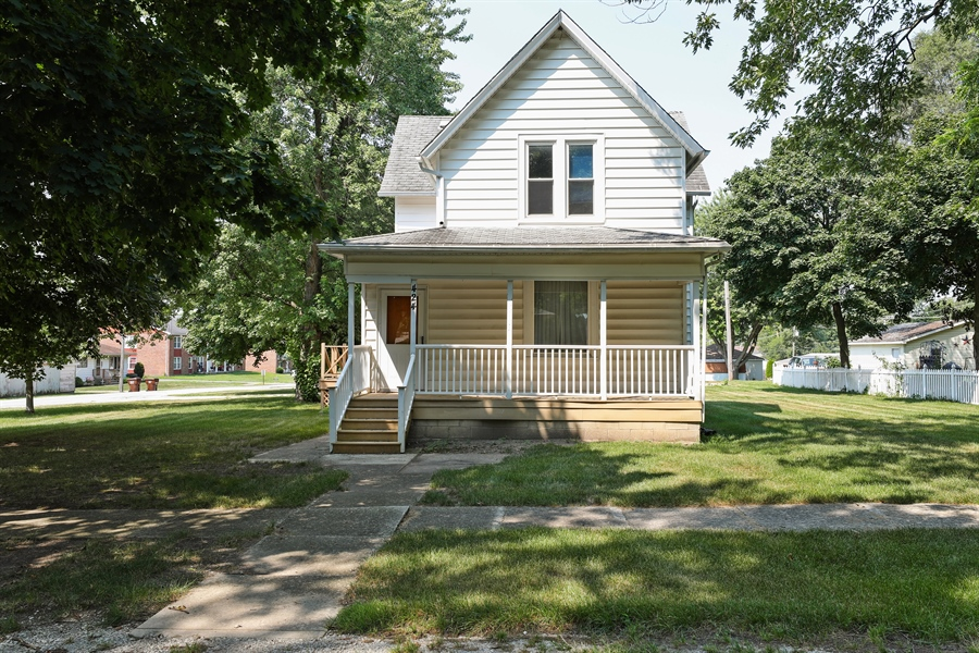 Real Estate Photography - 424 prairie, BEECHER, IL, 60401 - Front View