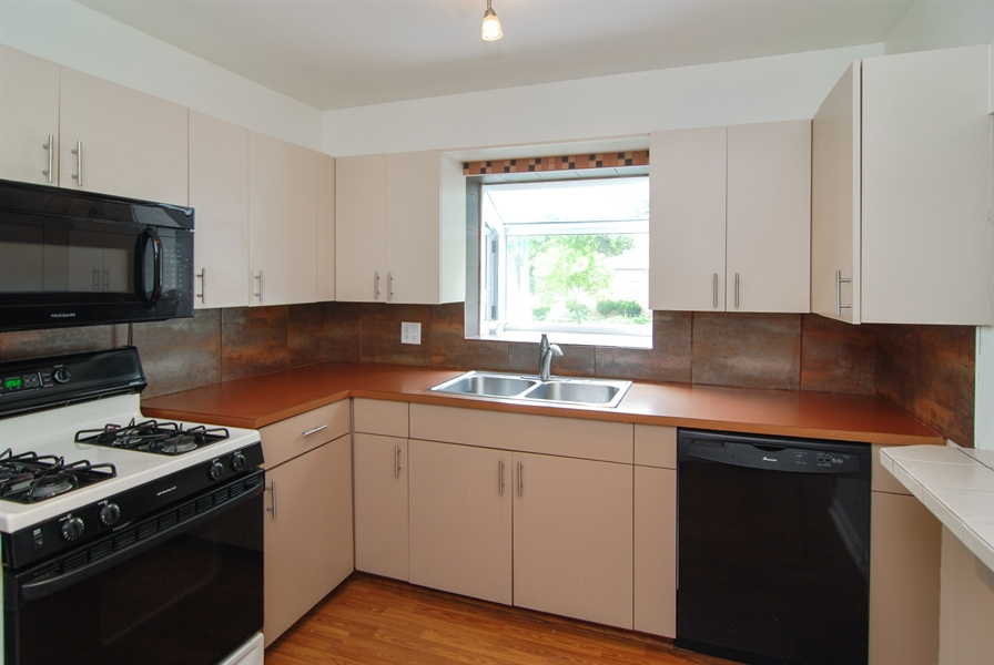 Real Estate Photography - 3438 McCormick Avenue, Brookfield, IL, 60513 - Kitchen