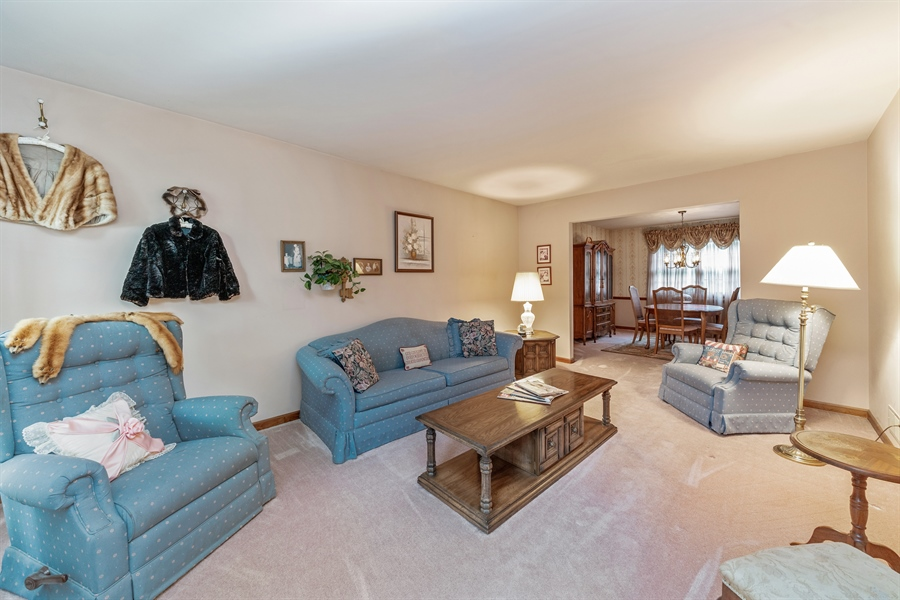 Real Estate Photography - 22W324 Hillcrest Terrace, Medinah, IL, 60157 - Living Room